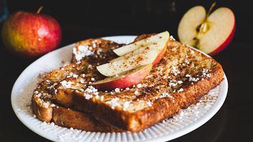 Tosty francuskie najlepsze są na słodko, ale możecie je również serwować na słono