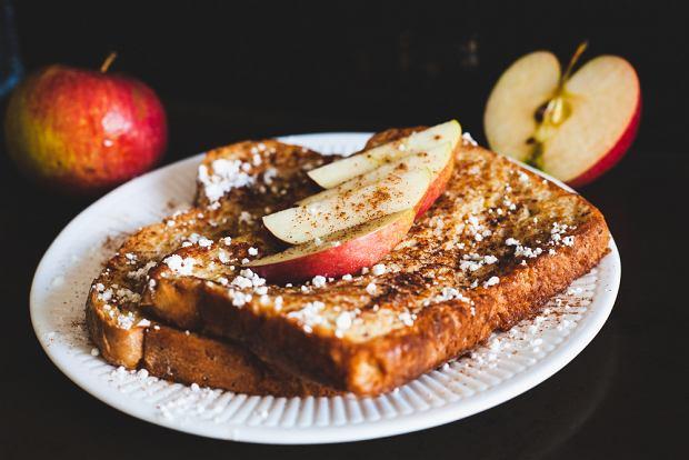 Jak zrobić tosty francuskie? Przepis na idealne śniadanie z tostów