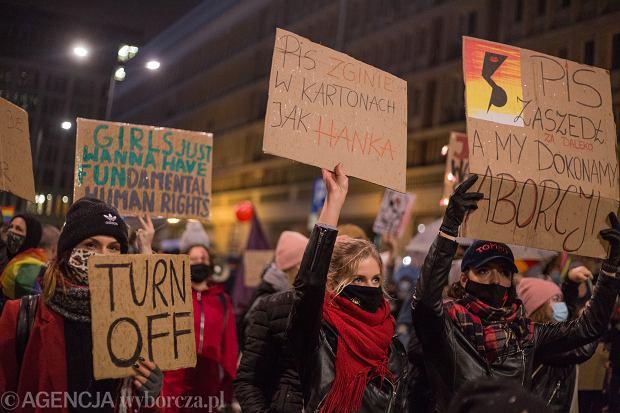 29.10.2020 Warszawa , ulica Nowy Swiat . Protest LGBTQ . Fot. Adam Stepien / Agencja Gazeta