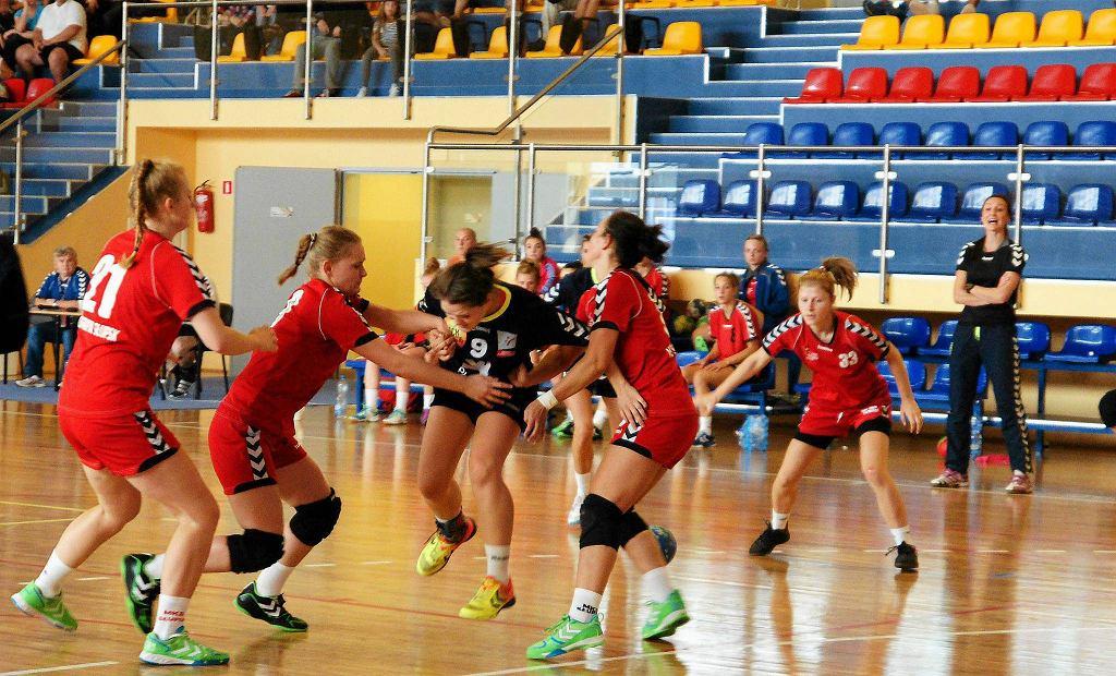 Turniej towarzyski piłki ręcznej kobiet. Sobotni mecz Jutrzenki