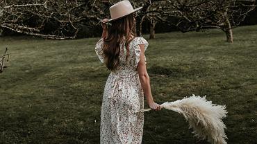 sukienka na jesień, zdjęcie ilustracyjne
