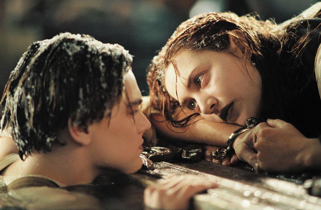 Leonardo DiCaprio i Kate Winslet w filmie 'Titanic'