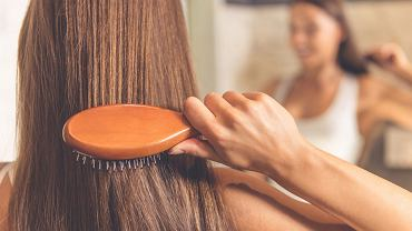 Rossmann 2+2 marzec 2019 pozwoli nam uzupełnić zapasy produktów do włosów. Promocja obejmuje nie tylko szampony czy lakiery, ale i szczotki, suszarki oraz spinki