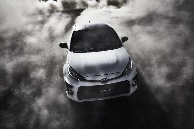 Toyota GR Yaris to hot hatch z innego świata. Ma 261 KM, napęd 4x4 i potrafi 100 proc. mocy przekazać na tył