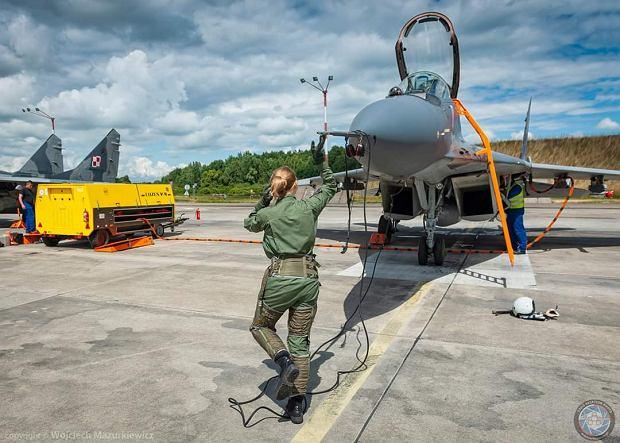 Przegląd samolotu przed startem (Fot. Wojciech Mazurkiewicz)