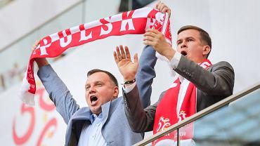 Prezydent Andrzej Duda i minister sportu Witold Bańka na meczu Polska-Litwa