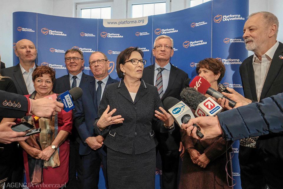 Ewa Kopacz podczas konferencji prasowej Platformy Obywatelskiej