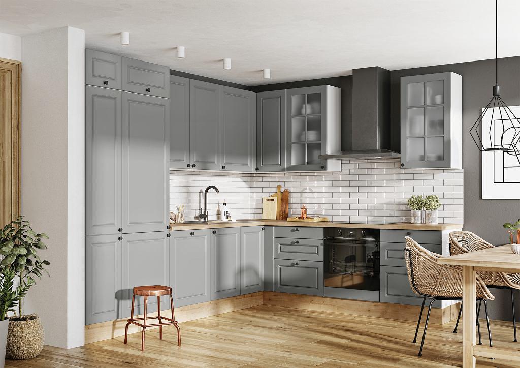 Fronty frezowane w szarości, która jest ulubionym kolorem w aranżacji kuchni - jedna z propozycji wzorniczych w systemie KAMmono - pozwolą zaaranżować wnętrze o ponadczasowym charakterze.