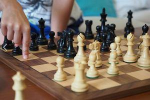 """YouTube skasował popularne wideo o szachach! Kuriozum. """"Białe i czarne"""""""