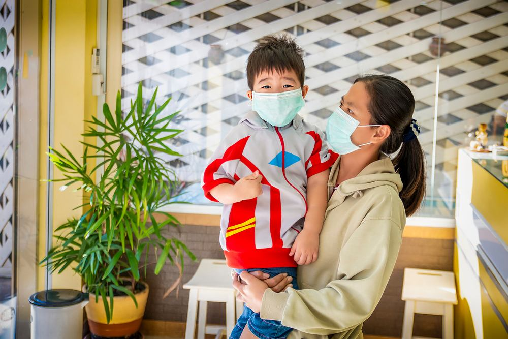 Epidemia wirusa z Wuhan zdaje się omijać dzieci