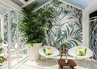 Poduszka w palmy, stolik na nóżkach z palmowych liści. Projektanci pomyśleli o tych, którzy nie mają cierpliwości do roślin