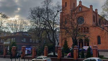 Atak w kościele na Woli. Napastnik zaatakował na plebanii. Nie żyje jedna osoba