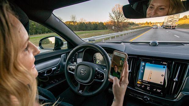Samochód z systemami autonomicznymi 2. poziomu