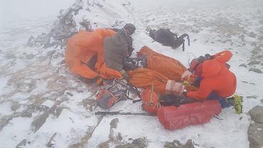 Akcja ratunkowa GOPR-owców. 11 turystów nie mogło zejść z Babiej Góry. Część była w dżinsach