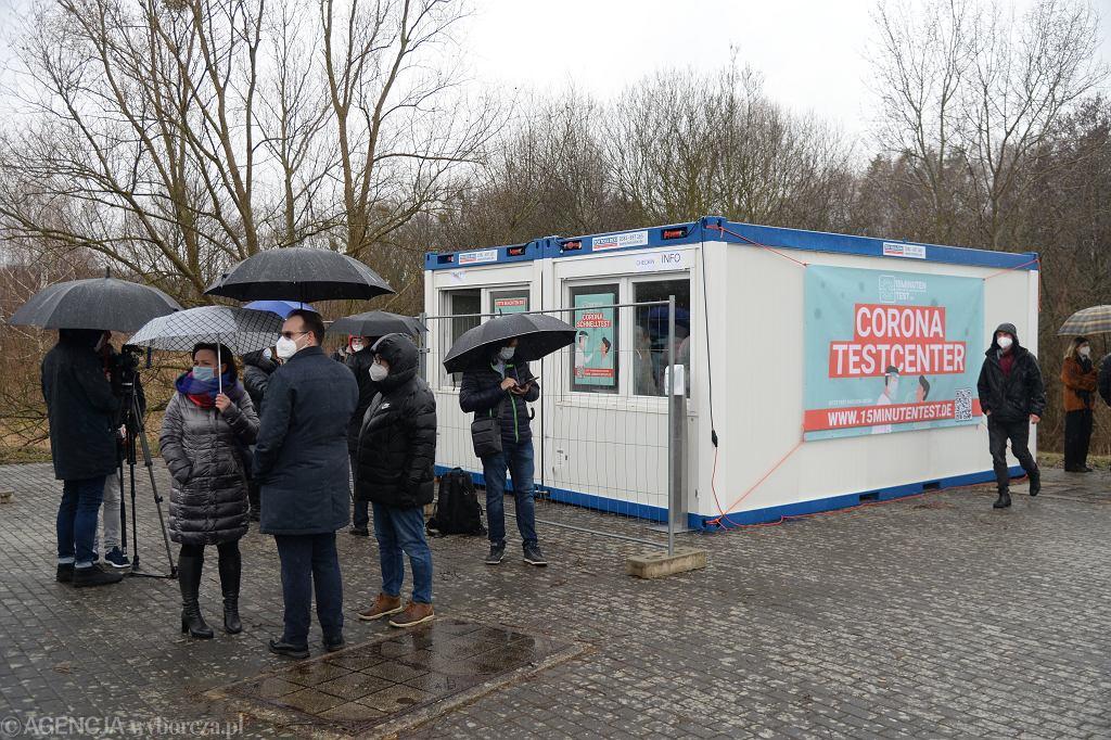 Lubieszyn . Niemcy otworzyły punkt testów na koronawirusa na przejściu granicznym z Polską.