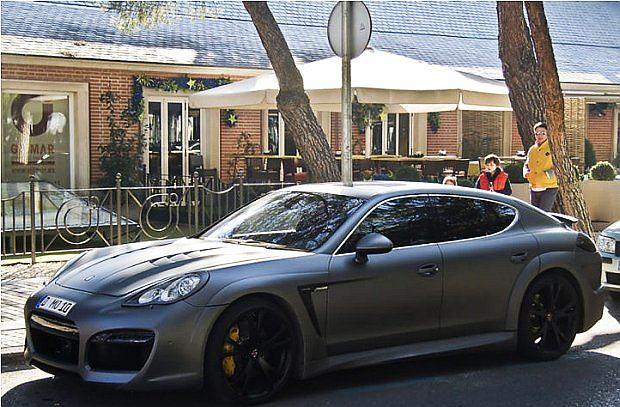... inna to przebudowane Porsche Panamera