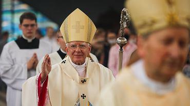 Wielkanoc w kościele. Abp Marek Jędraszewski zachęca, aby organizowano więcej mszy i nabożeństw