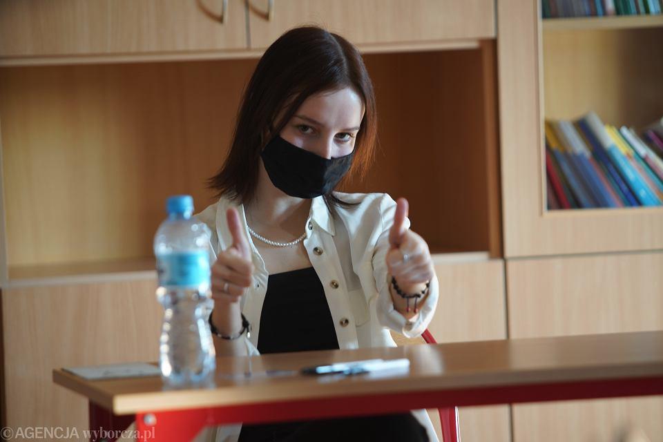 Próbna matura w czasie epidemii koronawirusa z zachowaniem reżimu sanitarnego w I LO im. Juliusza Słowackiego w Czestochowie