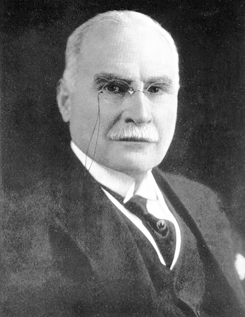 Harry David Lee - przemysłowiec, jeden z pierwszych konkurentów Levis'a, który dokonał w dżinsach rewolucyjnej zmiany - zamiast guzików wprowadził suwak.