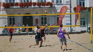 Turniej siatkówki przed ratuszem