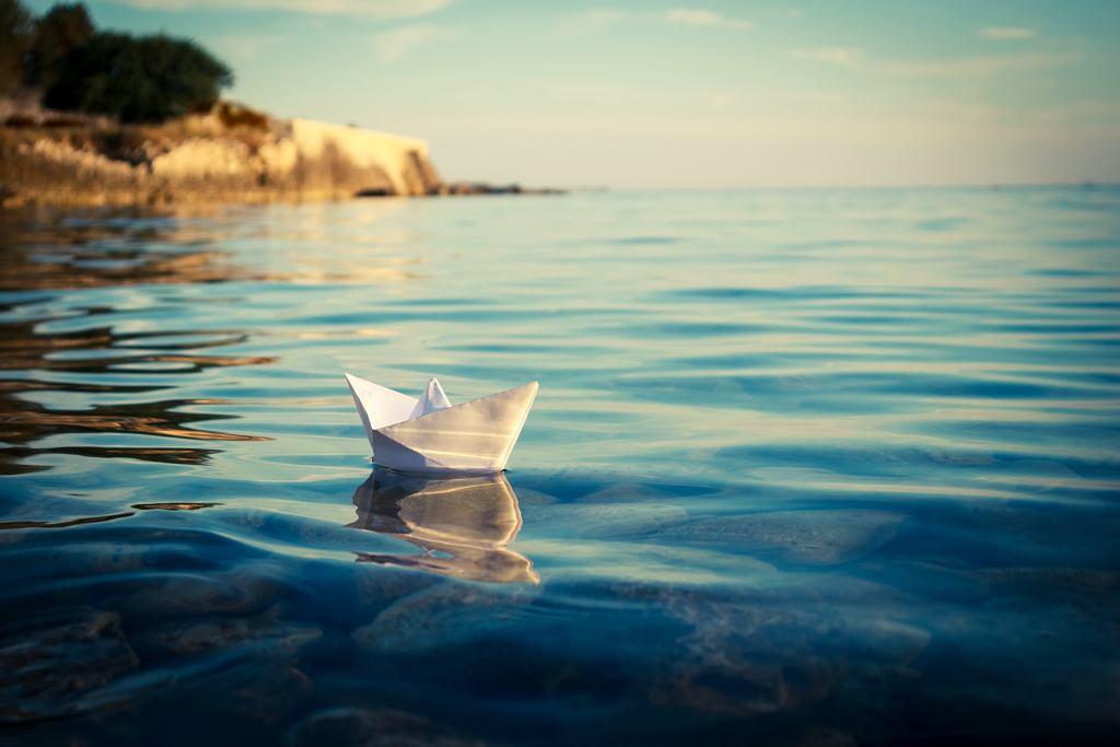 Streszczenie lektury 'Stary człowiek i morze' w jednym zdaniu można zawrzeć w sentencji 'Nie ma rzeczy niemożliwych'