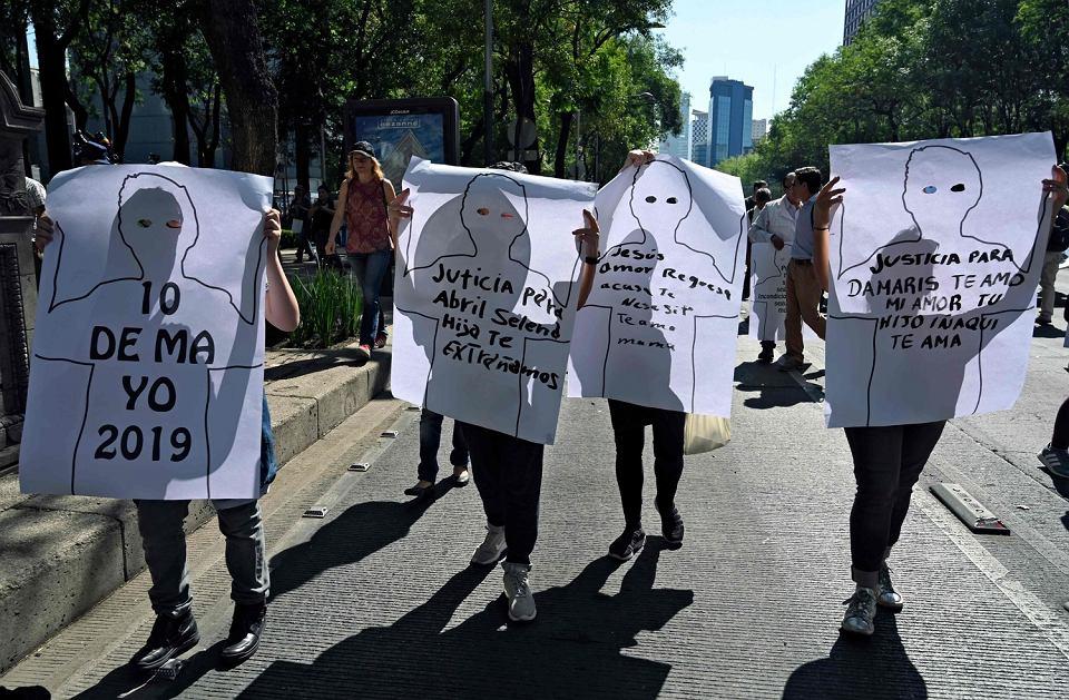 Marsz aktywistów, którzy żądają od rządu odpowiedzi na temat miejsca pobytu zaginionych osób, Mexico City, 10 maja 2019 r.