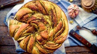 Chleb drożdżowy z pesto