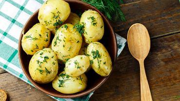 Młode ziemniaki z jajkiem sadzonym
