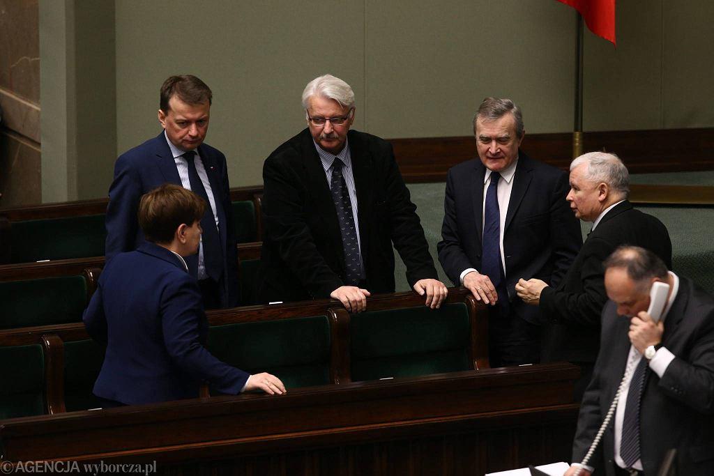 Beata Szydło, Zbigniew Ziobro , Witold Waszczykowski, Piotr Gliński oraz Jarosław Kaczyński