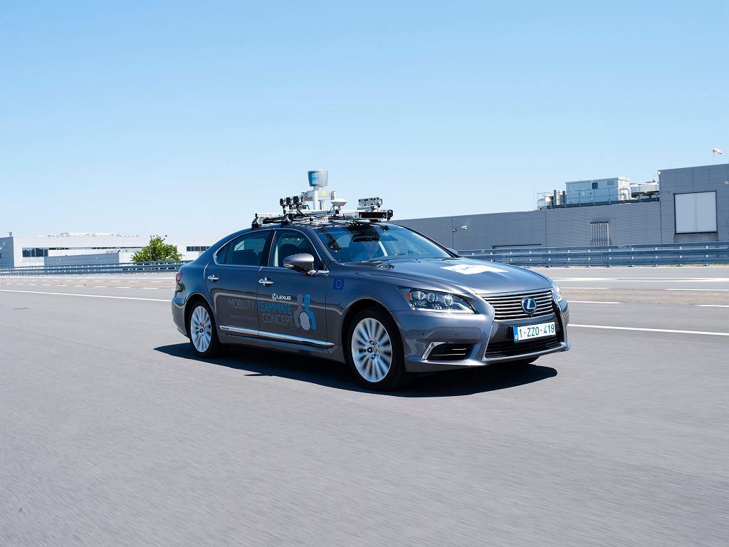 Lexus LS zdolny do automatycznej jazdy