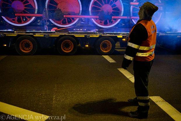 Zdjęcie numer 9 w galerii - Lokomotywa Lecha Poznań przejechała ulicami miasta pod stadion przy Bułgarskiej [ZDJĘCIA]
