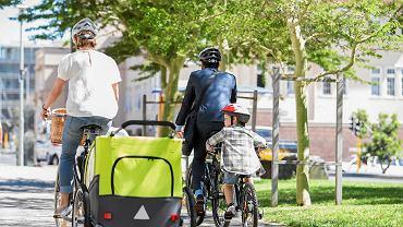 Rodzinna wyprawa rowerowa to doskonały sposób spędzania czasu.
