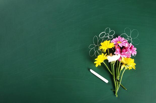 Podziękowania dla nauczycieli na zakończenie roku szkolnego. Wzruszające, rymowane, najlepsze podziękowania