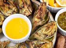 Grillowane karczochy z sosem cytrynowym - ugotuj