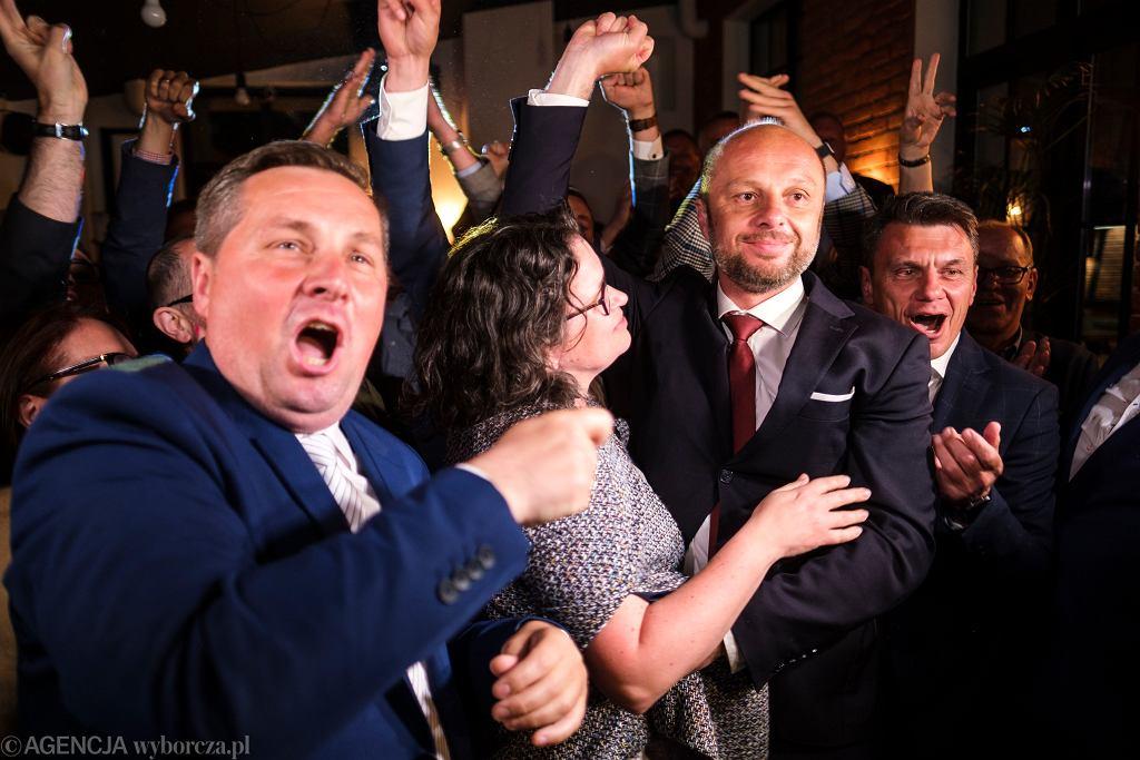 Kandydat na Urząd Prezydenta miasta Rzeszowa Konrad Fijołek wygrywa wybory w I turze.