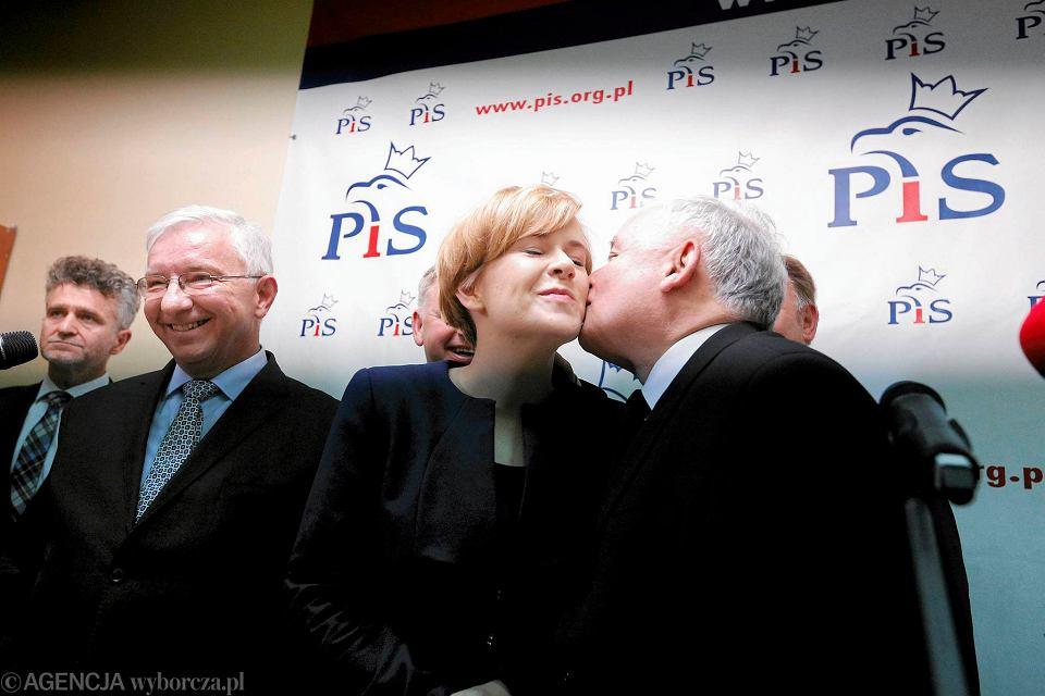 Jarosław Kaczyński i Anna Krupka na spotkaniu z dziennikarzami w Kielcach