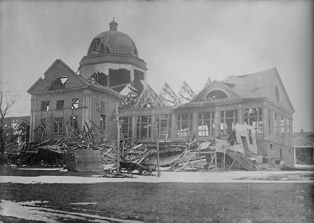 Jeden ze zrujnowanych budynków w Halifaxie