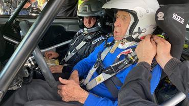 Sobiesław Zasada, 91-letni kierowca rajdowy, podczas Rajdu Safari 2021. Źródło: TWitter