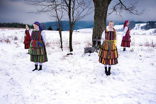 Zespół Tulia (Patrycja Nowicka, Dominika Siepka, Joanna Sinkiewicz i Tulia Biczak) w teledysku do coveru piosenki Dawida Podsiadłego - 'Nieznajomy'