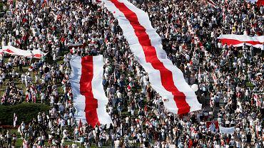 Demonstracja przeciw sfałszowanym wyborom prezydenckim i brutalności reżimu Łukaszenki. Mińsk, Białoruś, 16 sierpnia 2020