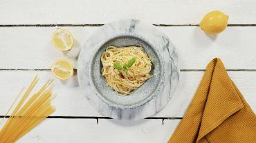 Makaron spaghetti w sosie cytrynowym