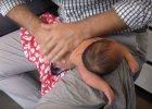 Z czterodniowym dzieckiem do kręgarza. Zaniemówisz jak zobaczysz ten film
