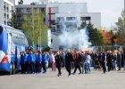 Finał Pucharu Polski. Kibice Lecha Poznań zgromadzili się pod stadionem, by motywować zespół