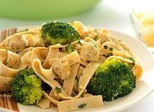 Makaron z brokułami i kurczakiem - ugotuj