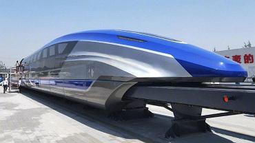 """Chiny. Zbudowano superszybki """"lewitujący pociąg"""". Osiąga prędkość 600 km/h"""