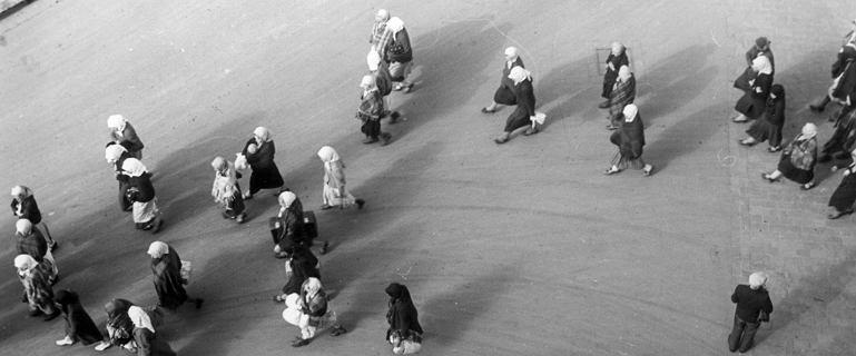 Sekrety kobiet z Nowej Huty. Mężczyźni wciągani wiaderkami, dzieci bez metryki i małżeństwa na odległość