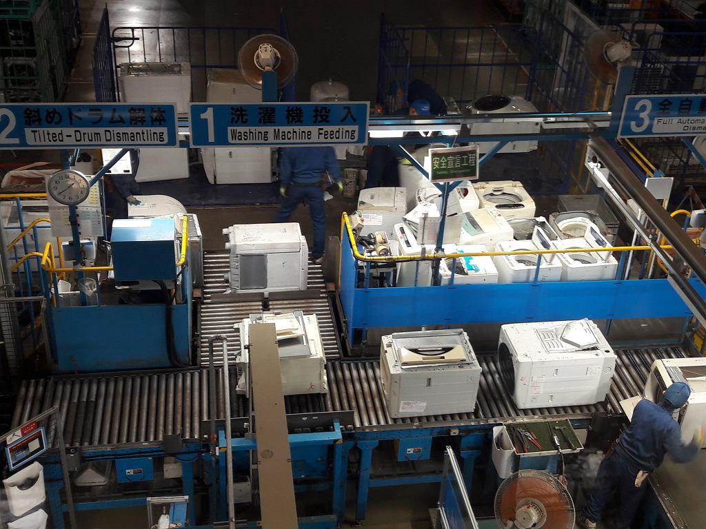 Przetwarzanie zużytego sprzętu w Panasonic Eco Technology Center