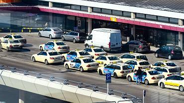 Ile kosztują taksówki z lotnisk w różnych miastach na świecie?