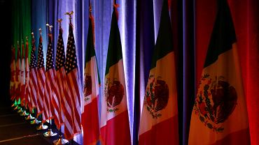 16.08.2017 , Waszyngton . Flagi Kanady , Stanów Zjednoczonych i Meksyk podczas rozmów mających na celu renegocjację układu NAFTA .