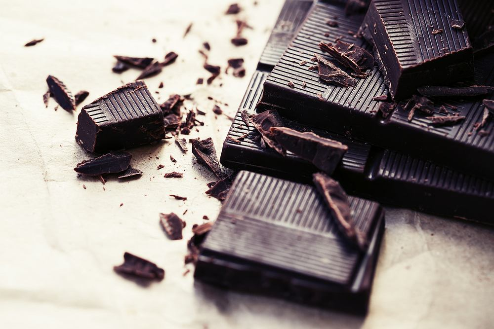 Gorzka czekolada zawiera sporo antyoksydantów, które chronią komórki ciała przed starzeniem